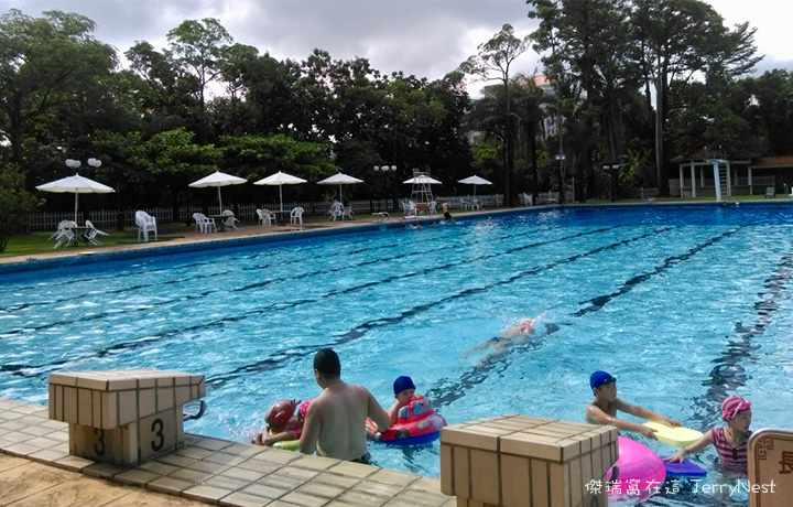 grandpool1 - 南洋風光露天游泳池,五米深的初次體驗 @高雄圓山飯店