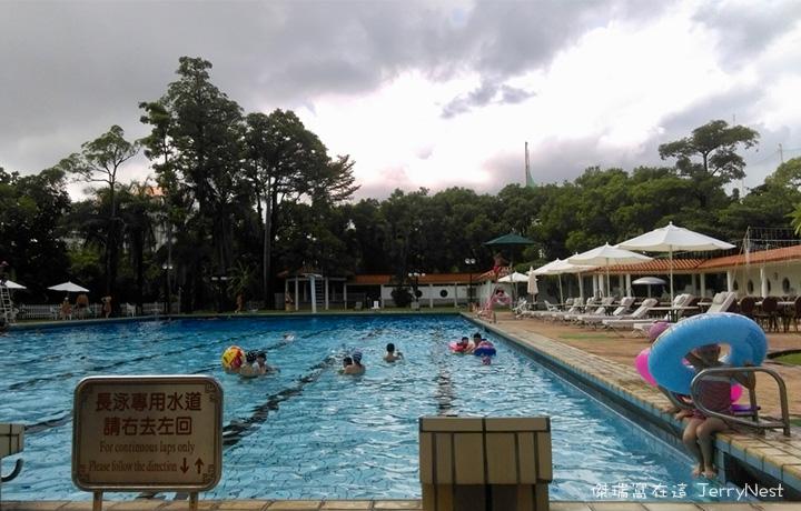 grandpool11 - 高雄圓山飯店|南洋風光露天游泳池,五米深的奧運等級