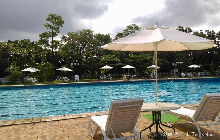 grandpool2 - 高雄圓山飯店|南洋風光露天游泳池,五米深的奧運等級