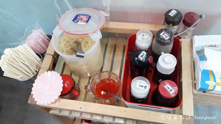 dumplings 3 - 台北大安|湯包可以這樣吃?上海邵師傅湯包居然有炸醬、臭豆腐還有爆醬起司口味
