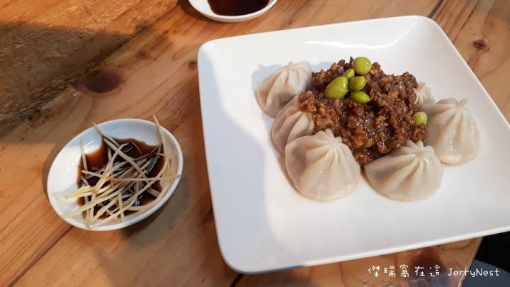 dumplings 6 - 台北大安|湯包可以這樣吃?上海邵師傅湯包居然有炸醬、臭豆腐還有爆醬起司口味