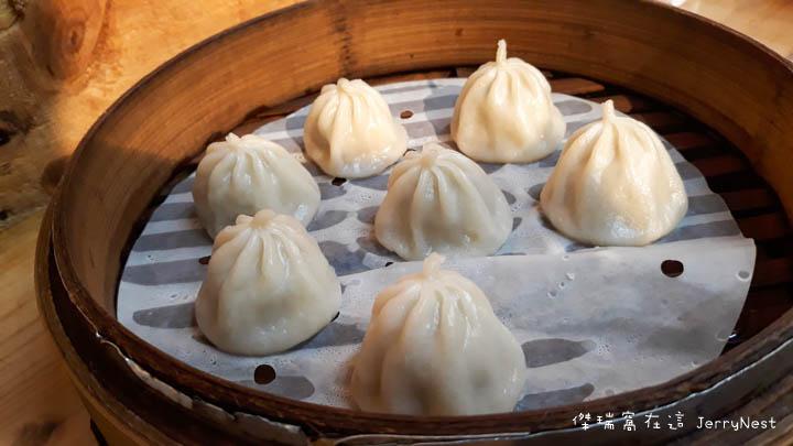 dumplings 7 - 台北大安|湯包可以這樣吃?上海邵師傅湯包居然有炸醬、臭豆腐還有爆醬起司口味