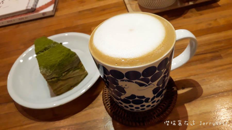 life 13 - 【台北。中正紀念堂】生活在他方 Elsewhere Cafe,滿屋子的繪本搭配抹茶千層蛋糕,就是要裝文青