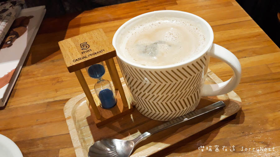 life 14 - 【台北。中正紀念堂】生活在他方 Elsewhere Cafe,滿屋子的繪本搭配抹茶千層蛋糕,就是要裝文青