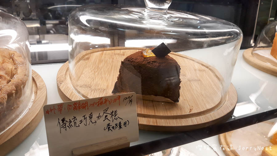life 17 - 【台北。中正紀念堂】生活在他方 Elsewhere Cafe,滿屋子的繪本搭配抹茶千層蛋糕,就是要裝文青