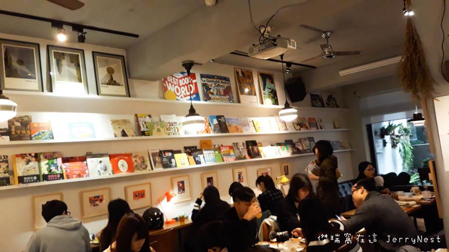 life 8 - 【台北。中正紀念堂】生活在他方 Elsewhere Cafe,滿屋子的繪本搭配抹茶千層蛋糕,就是要裝文青
